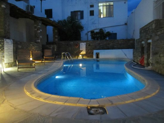 Siroco's Rooms and Studios: piscina super comoda