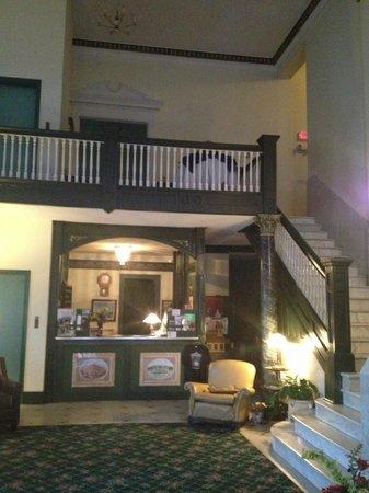 The Lowe Hotel: Lobby