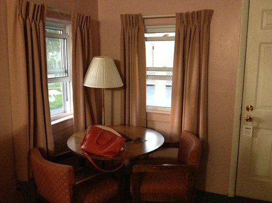 Rainbow Motel : sitting area