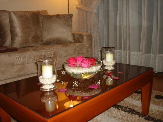 Hotel Boutique Confort Suites: Decoración plan noche de bodas