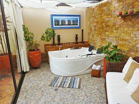 Hotel Boutique Confort Suites: Jacuzzi suite premium