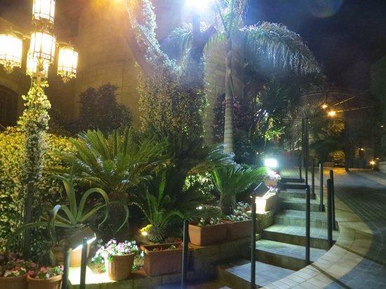 Mounir: Outside of restaurant