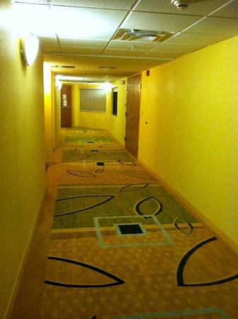 Marble Waters Hotel & Suites: 3rd Floor Hallway