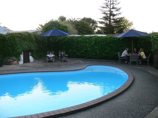 Clansman Motor Lodge: Pool area