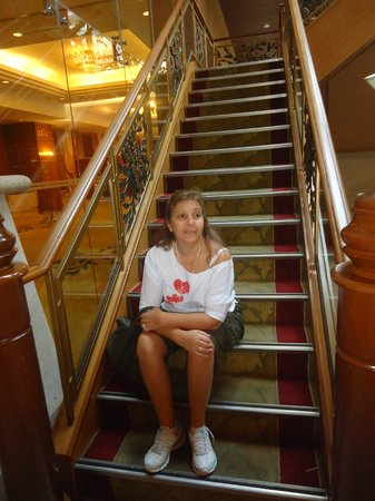 Royale Chulan Kuala Lumpur: Escalera en hall principal