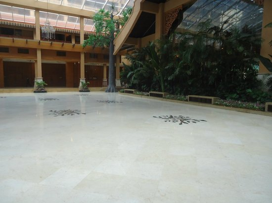 Royale Chulan Kuala Lumpur: Patio Principal
