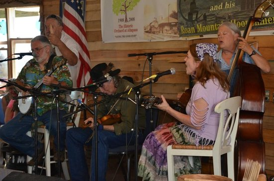 The Orchard at Altapass: T.V. Barnett and his Roan Mountain Moonshiners
