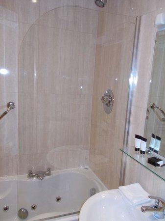 Park Place Apartments: Master Bath