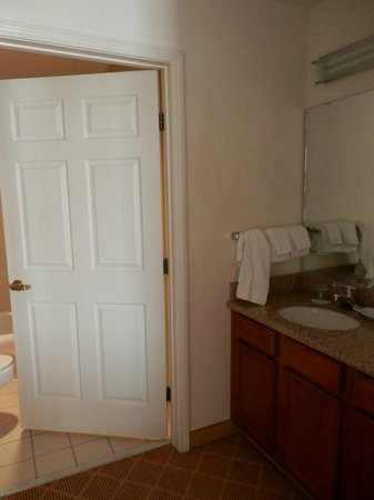 Residence Inn Springfield: Tub/shower and stool in separate area from sink area.