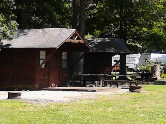 Eagle Valley Camping Resort: cute cabins