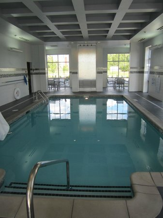 Hampton Inn & Suites Columbia/Southeast-Ft. Jackson: Lovely pool area with comfortable seating