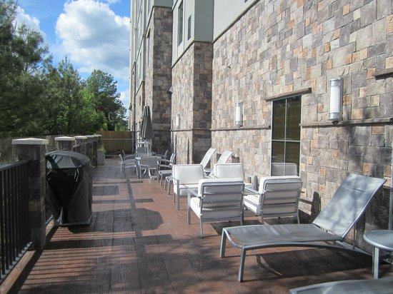 Hampton Inn & Suites Columbia/Southeast-Ft. Jackson: Lovely outdoor sunning area