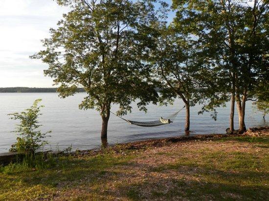 Caboose Junction Resort: Tablerock Lake