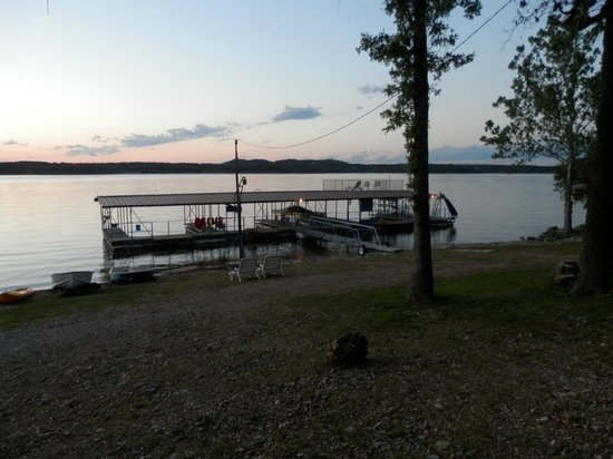 Caboose Junction Resort: evening at the dock