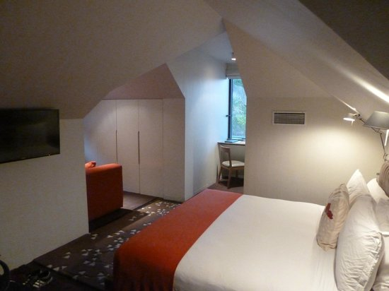 The Aubrey Boutique Hotel: Attic room with windows on two sides