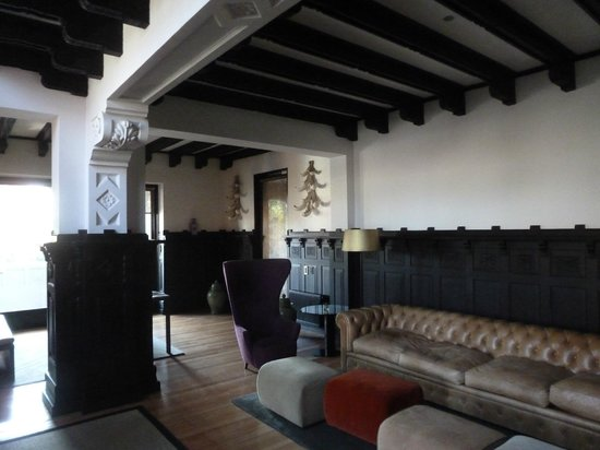 The Aubrey Boutique Hotel: Lounge area with original beamed ceilings