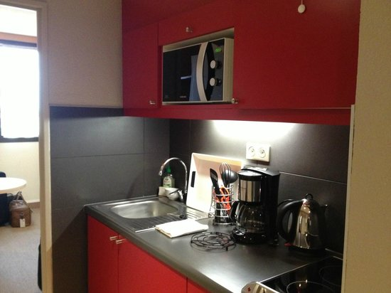 Adagio Toulouse Parthenon: Well equipped kitchen