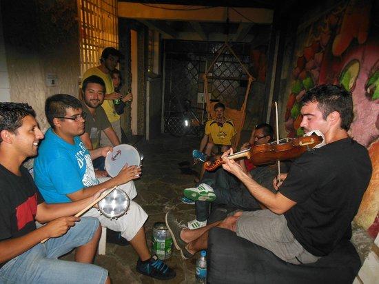 3Dogs Hostel: Musical Guests