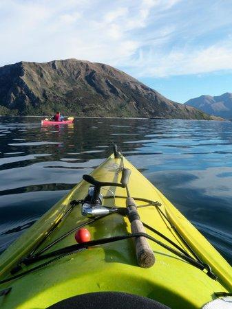 Lake Outlet Holiday Park: Kayaking on Lake Wanaka