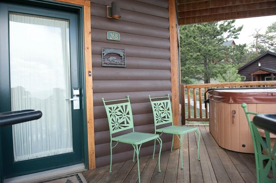 Mary's Lake Lodge Mountain Resort and Condos : Front door and deck