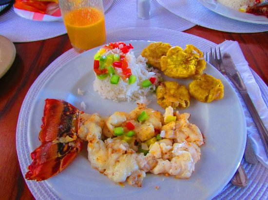 Casa de David y Deimy: Fresh lobster served with warm butter, rice with pepper & fried banana.  Fresh squeeze mango jui