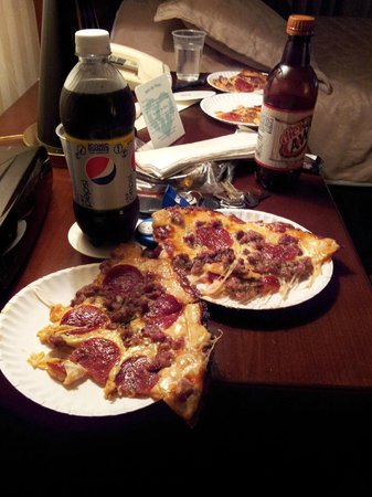 Fricano's Too: Our pizza and drinks at the hotel.