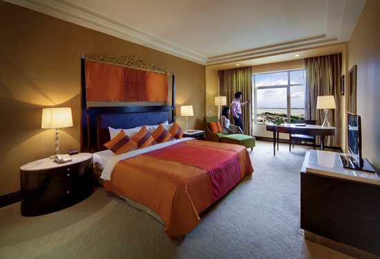 NagaWorld Hotel & Entertainment Complex: Deluxe Room