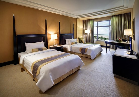 NagaWorld Hotel & Entertainment Complex: Deluxe Twin Bed