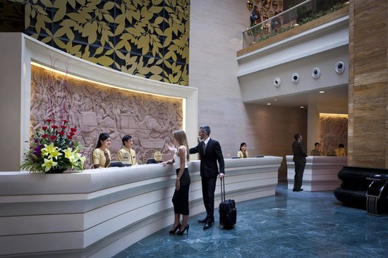 NagaWorld Hotel & Entertainment Complex: Reception Counter