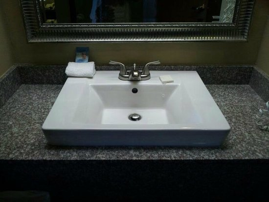 La Quinta Inn & Suites Salem: Great vanity sink-seperate from bathroom