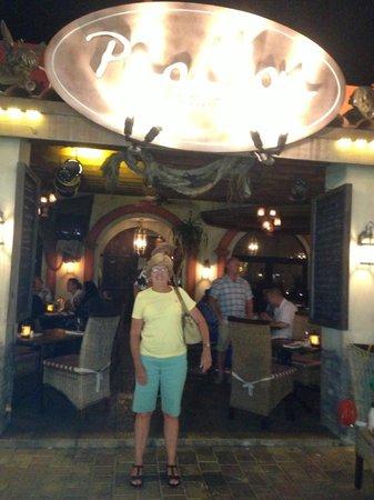 Papillon Restaurant: Flashy sign
