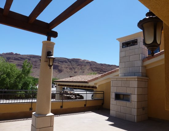 Best Western Plus Greenwell Inn: Enjoy beautiful red rocks from our Patio