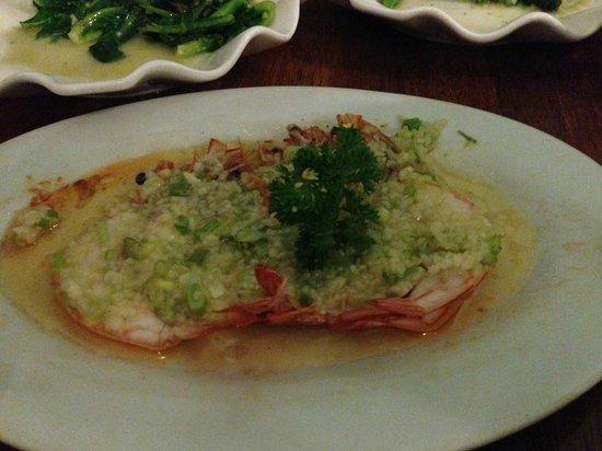Laota : yummy steam prawns with garlic