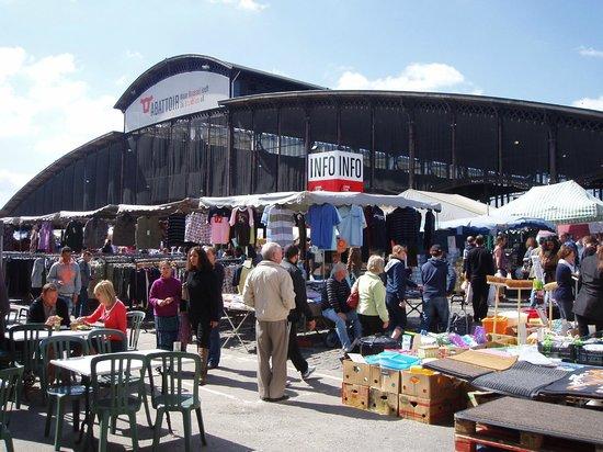 Flea Market at Jeu de Balle: Hallen
