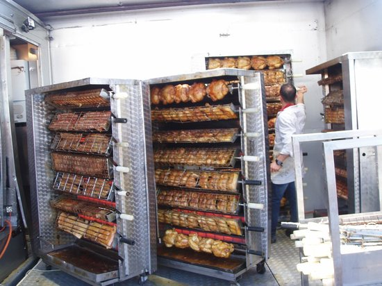 Flea Market at Jeu de Balle: Kyllinger på samlebånd