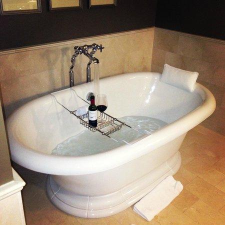 The Jefferson, Washington DC: Soaking Tub