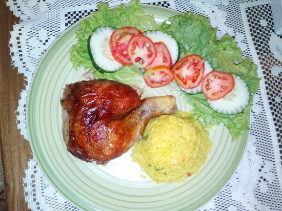 Hostal Dona Marta: Pollo Rostizado ,ensalada fresca y arroz