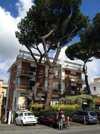 Hotel 4 Pini: il palazzo dell'albergo