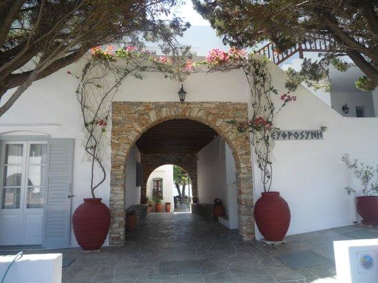 Platis Yialos, Greece: Η είσοδος του ξενοδοχείου