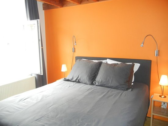 Bed and Breakfast Lut and Bruno Setola: Orange Room, top of stairs first door