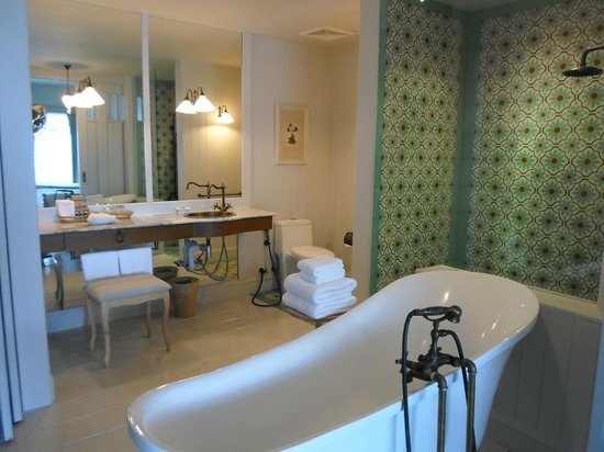 Devasom Hua Hin Resort: Bathroom