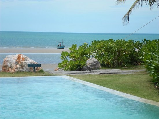 Devasom Hua Hin Resort: Beach and pool view