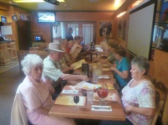 Casa Ramos Mexican Restaurant: Clean, comfortable, convenient seating for a big group in this back room!  Lovely!
