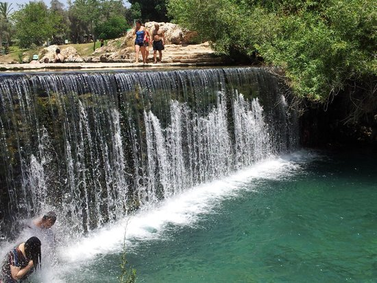 Gan HaShlosha National Park: The falls between the upper and lower pools