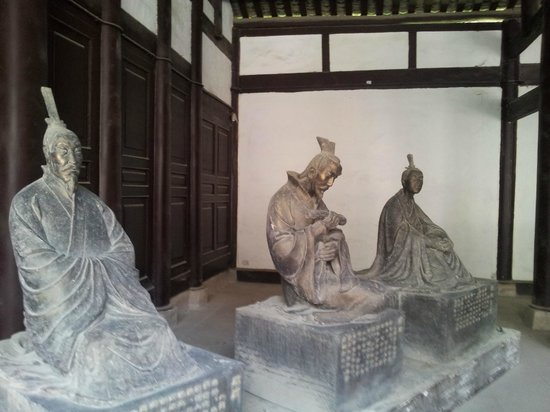 Former Residence of Li Bai : more statues