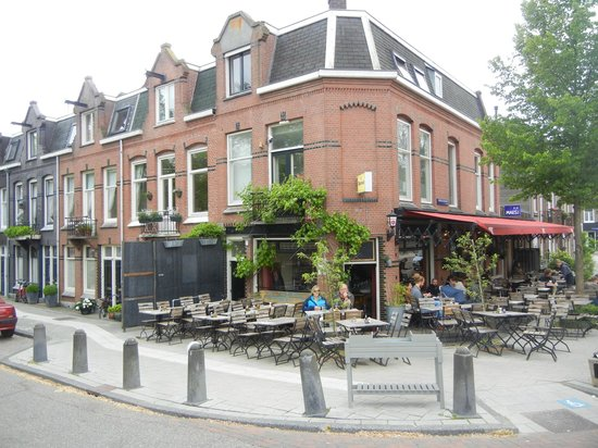 Bed and Breakfast Amsterdam: Next door - cafe/pub on corner