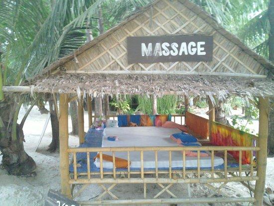 Malibu Beach Bungalows : Beach Massage