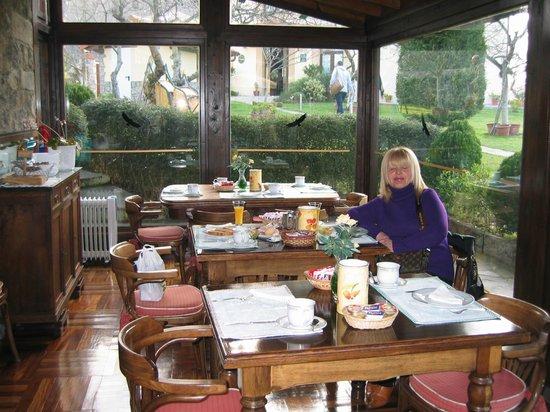 La Arquera Hotel: desayunando