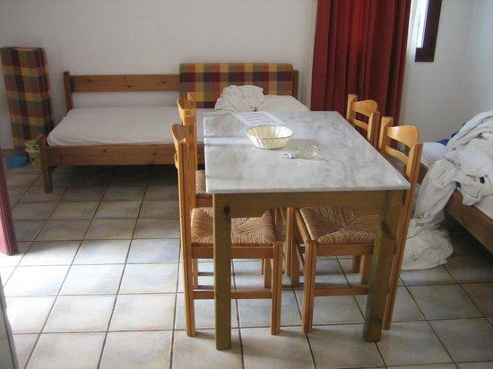 Eva Suites & Apartments: Family room