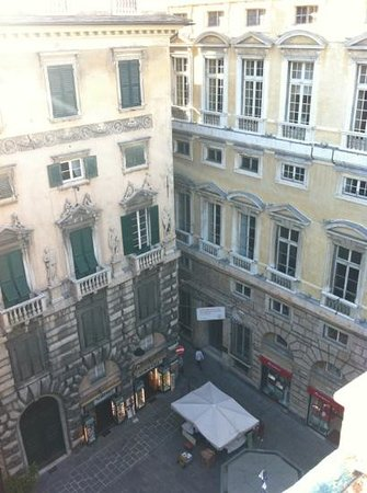 I Tetti di Genova B&B : La vista su Piazza Fossatello e via del Campo